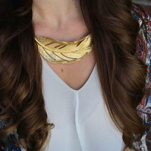 Sculpted Feather Collar Necklace Chloe + Isabel
